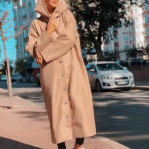 купить женское бежевое пальто на кнопках с капюшоном