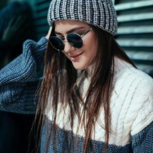 купить женскую серую вязанную шапку