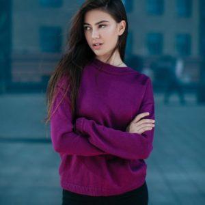купить женский сливовый свитер с вырезом