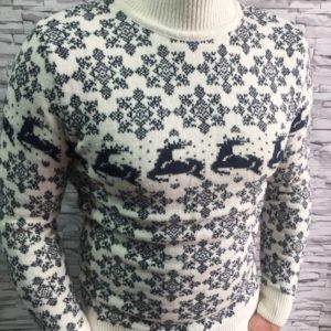 Заказать белый шерстяной свитер с оленями оптом