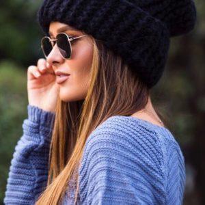 Теплая темно-синяя женская зимняя вязаная шапка купить