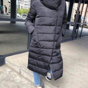 Недорогая черная женская зимняя женская куртка на синтепоне