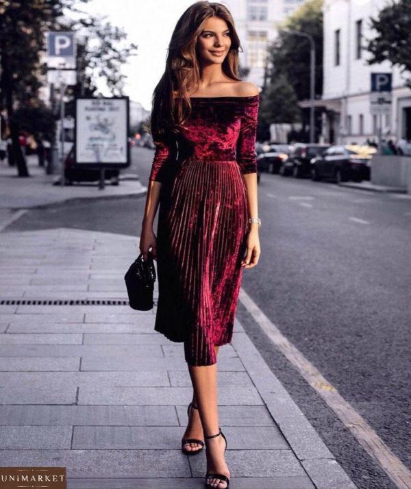Купить женское велюровое платье красного цвета