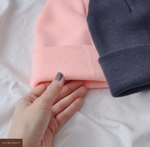 Купить женскую удлинённую шапку вязаную красного розового цвета