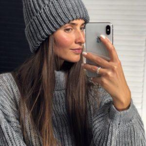 Женская теплая шапка на зиму серого цвета - приобрести по низкой цене