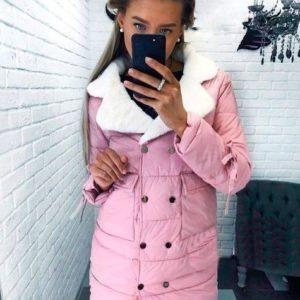 Купить в интернет-магазине женскую куртку с меховым воротником розового цвета