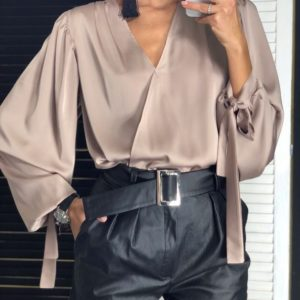 Купить в интернет-магазине женскую блузу из шелка цвета мокко