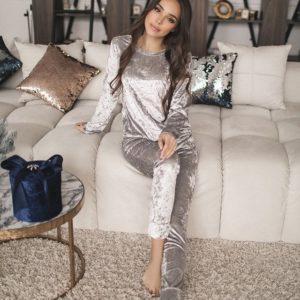 Купить в интернет-магазине прогулочный костюм из стрейчевого велюра цвета серебра