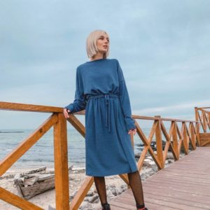 Заказать женское платье из ангоры с поясом голубого цвета недорого
