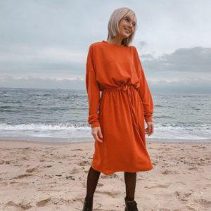 Приобрести женское платье из ангоры с поясом оранжевого цвета дешево