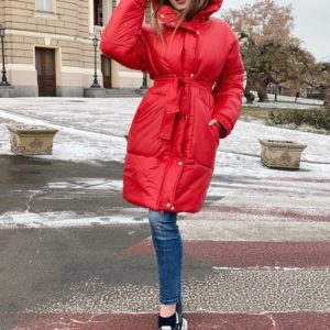 Заказать женское пальто на синтипухе с поясом недорого красного цвета недорого