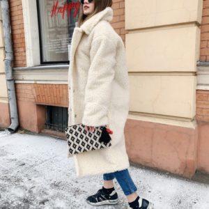 Купить в интернет-магазине женскую шубку из меха белого цвета дешево