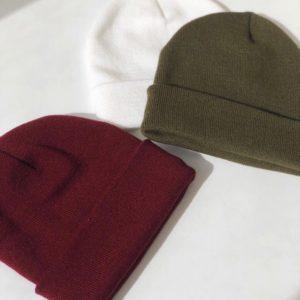 Купить в интернет-магазине женскую удлинённую шапку бордового цвета