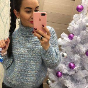 Заказать голубой женский свитер с высоким горлышком оптом Украина