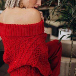 Заказать женский вязаный прогулочный костюм с открытыми плечами красного цвета недорого