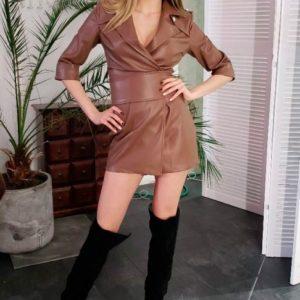 Заказать женское платье из кожи на замше коричневого цвета в подарок