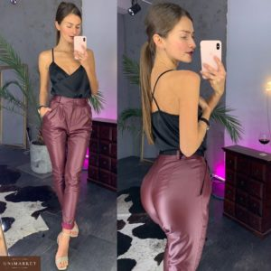 Приобрести брюки женские матовые из экокожи цвета марсала дешево