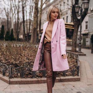 Заказать недорого женское пальто на весну из кашемира на кнопках в подарок цвета пудры