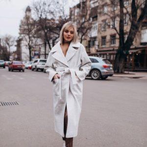 Приобрести женское пальто с поясом весеннее из турецкого кашемира цвета серого дешево