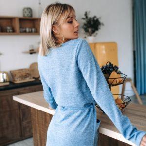Приобрести недорого женское голубое платье из ангоры с карманами оптом