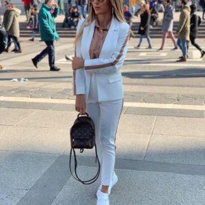 Приобрести женский костюм из костюмной ткани с лампасами белого цвета дешево