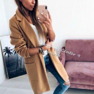 Купить дешево женское прямое пальто с карманами на пуговицах бежевого цвета недорого