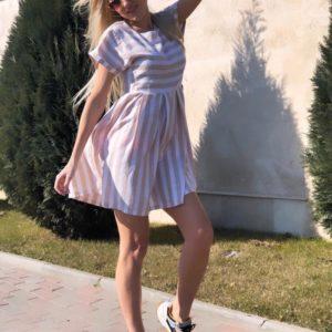 Заказать женское летнее платье в полоску из льна бежевого цвета в подарок