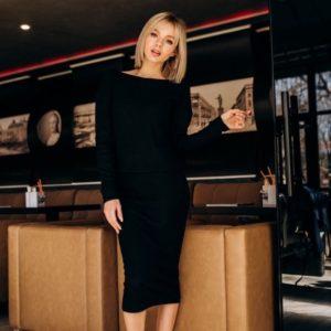 Заказать недорого женский костюм из турецкого трикотажа рубчик: юбка и кофта черного цвета в подарок