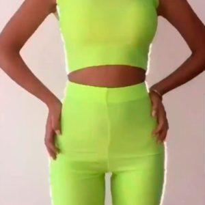 Заказать женский неоновый спортивный костюм с топом и велосипедными шортами в подарок