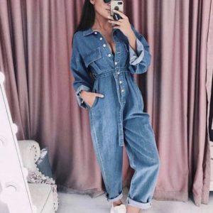 Заказать недорого женский джинсовый комбинезон на пуговицах с поясом синего цвета в подарок