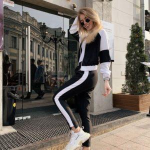 Приобрести недорого женский черно-белый спортивный костюм с лампасами дешево