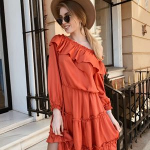 Заказать женское платье из штапеля с открытыми плечами красного цвета больших размеров в подарок