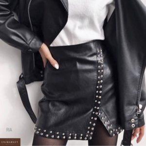 Купить дешево женскую юбку кожаную с клепками черного цвета оптом