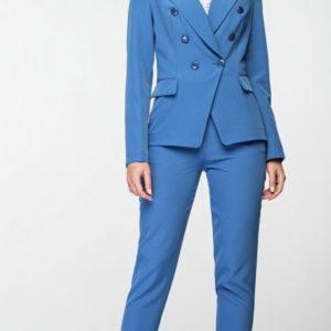 Купить голубой брючный костюм из костюмной ткани для женщин