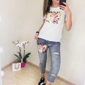 Заказать недорого женский костюм с вышивкой (футболка + джинсы) с белым верхом в подарок