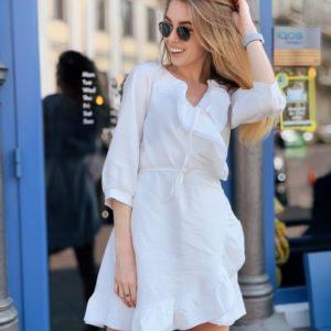 Заказать в подарок женское платье больших размеров на запах из шифона белого цвета недорого