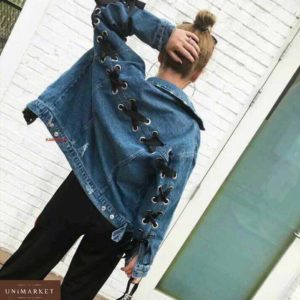 Приобрести недорого женскую джинсовую куртку свободного кроя с атласной лентой синего цвета дешево