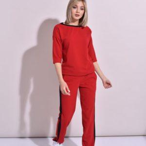 Купить дешево женский костюм спортивный с контрастной отделкой из креп дайвинга красного цвета в подарок больших размеров