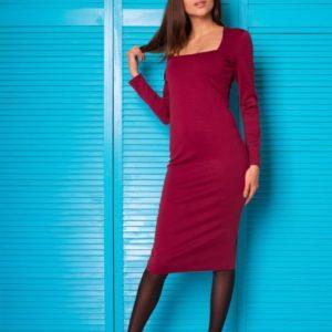 Купить в интернет-магазине женское бордовое платье-футляр с декольте из итальянского трикотажа недорого