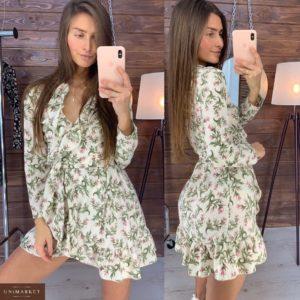Купить в интернет-магазине женское платье на запах с цветочным принтом из софта белого цвета недорого