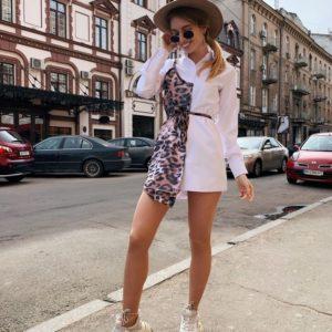 Приобрести недорого женское платье - рубашку с имитацией майки из шифона бело-леопардового цвета дешево