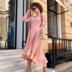Заказать женское на запах платье из софта с оборкой большого размера цвета пудры недорого