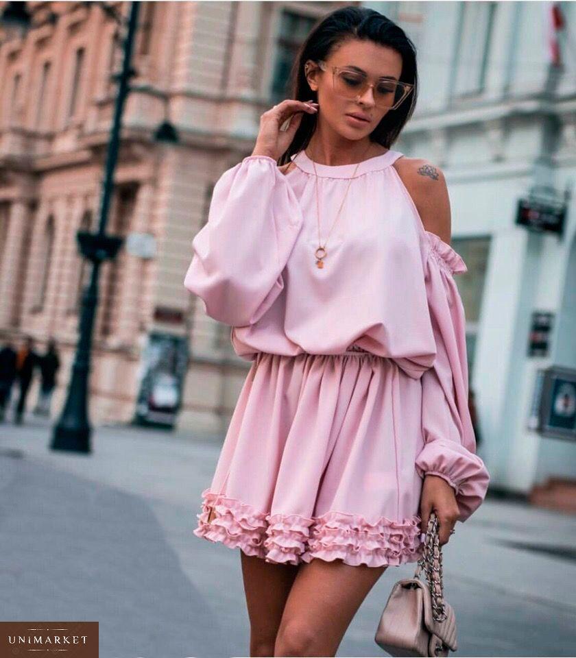 30120776ec76f4 Купити в інтернет-магазині жіночу сукню з міні рюшами і відкритими плечима  рожевого кольору недорого