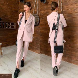 Приобрести в интернет-магазине женский костюм: брюки + пиджак с открытой спиной из костюмки цвета пудры дешево