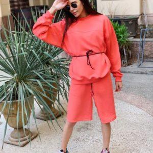 Купить дешево женский костюм прогулочный: шорты + кофта цвета красного больших размеров в подарок