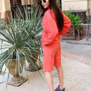 Приобрести недорого женский прогулочный костюм: кофта + шорты красного цвета больших размеров дешево