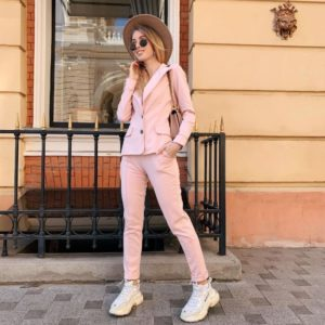 Приобрести в интернет-магазине костюм женский из джерси трикотажа цвета пудры дешево