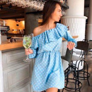 Приобрести в подарок женское платье весеннее из супер софта с открытыми плечами голубого цвета оптом Украина