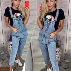 Приобрести в интернет-магазине женский комбинезон джинсовый с карманами голубого цвета дешево