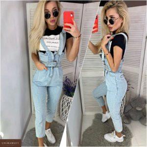 Приобрести в интернет-магазине женский комбинезон джинсовый с поясом голубого цвета дешево